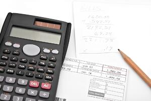 a-calculator-and-papers-for-adding-up-the-monthly-bills_LOW