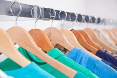 consumers-shopping-for-clothes_low