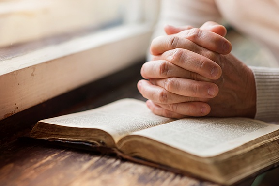 graphicstock-unrecognizable-woman-holding-a-bible-in-her-hands-and-praying_rCxcdO7a_LOW