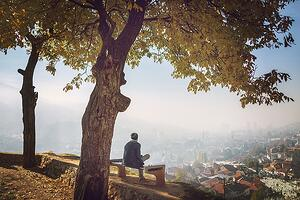 people-in-beautiful-park-with-city-view_rYs1juars-low